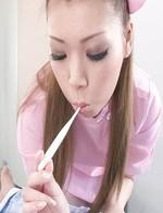 小林愛弓ちゃんがピンクのナース姿で登場!チンポを奥まで咥えてバキュームで吸い上げてくれます!濃いザーメンをゲット!