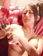 重量感溢れるGカップ美爆乳!精子を興奮させる鈴木さとみちゃんが登場。。次々とザーメンを搾り取り、精子ワインを頂きます。