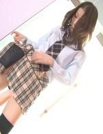 スレンダーギャル児島奈央ちゃんがJK制服姿で登場!美尻を見せつけてズコズコとディルドオナニー。