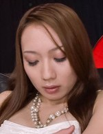 極上スレンダー神崎レオナちゃんがピンク色の膣肉を晒せてオナニー。指マンでズコズコピストンさせて、イクイクと昇天!