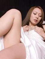 極上スレンダー神崎レオナちゃんがピンク色の膣肉を晒せて濃厚オナニー。ズコズコ指マンピストンで昇天!