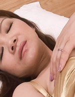 Ichika Asagiri Asian fucks her cunt with vibrator and licks can