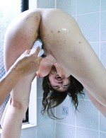 B100cmでGカップ爆乳の倖田るりちゃんがイケイケTバックで登場。バスルームでバイブ責め。高速指マンで一気に潮吹き!