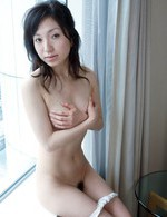 Nana Kurosaki Asian plays with her hot cans and gets fingered