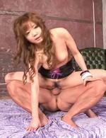 セクシーなミニスカドレスで石川みずきちゃんが登場。ご奉仕のバキュームフェラから生挿入。背面騎乗位でイキまくり!