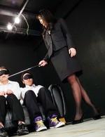 スレンダー女教師篠めぐみちゃんが成績の悪い生徒たちにお仕置きプレイ。生徒たちのギンギンのチンポからザー汁を吸い尽くす!