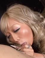 イケイケ黒ギャル愛菜りなちゃんは臭い精子が大好き。得意のバキュームフェラでチンポを吸い上げ、口内射精でドロドロ精子をゲット!