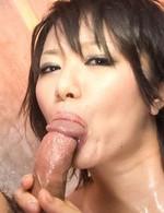 現役女子大生内山遥ちゃんがヌルヌルローションプレイ&3P焼き鳥ファックに挑戦。Wフェラご奉仕から、連続のザーメン中出し!