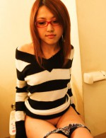 Japanese babe Rino Mizusawa in glasses toying her pussy