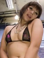Eカップ美巨乳飯島くららちゃんがスケスケブラ&Tバックで登場。ローター&バイブオナニーでイキまくって、ザーメンぶっかけ!