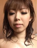 スレンダーガール浅見友紀ちゃんがセクシーランジェリーで登場。シャワー責め&指マン責めでイキまくって、一気に潮吹き!