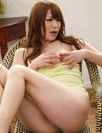 Maomi Nagasawa Asian pleasures her cans and cunt till squirts