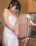 ロリ系美少女小野こゆきちゃんが大好きなお兄ちゃんのチンポをフェラご奉仕。バキュームフェラで濃いザーメンを口内射精!