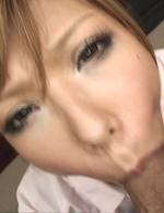 痴女ナース綾ちゃんが院長を誘惑。ご奉仕フェラで極太チンポをバキュームで吸い上げる。濃いザーメンを口内射精でゴックン!