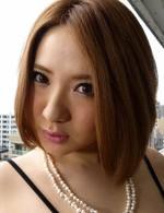 B100cmのポチャカワ敏感娘・小沢アリスちゃんが、3P焼き鳥ファック。爆乳を弄ばれ、指マン責めで一気に潮吹き!