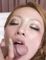 セクシーな黒ギャル宮川れいちゃんが、ご奉仕のフェラからバックで生挿入!アクロバティックな体位で喘ぎまくって、イキまくる!
