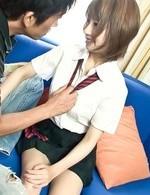先輩を誘惑するする制服姿が似合う美咲結衣ちゃん。制服を脱がせると、バスト96センチFカップ爆乳がボヨヨ~ンと登場。