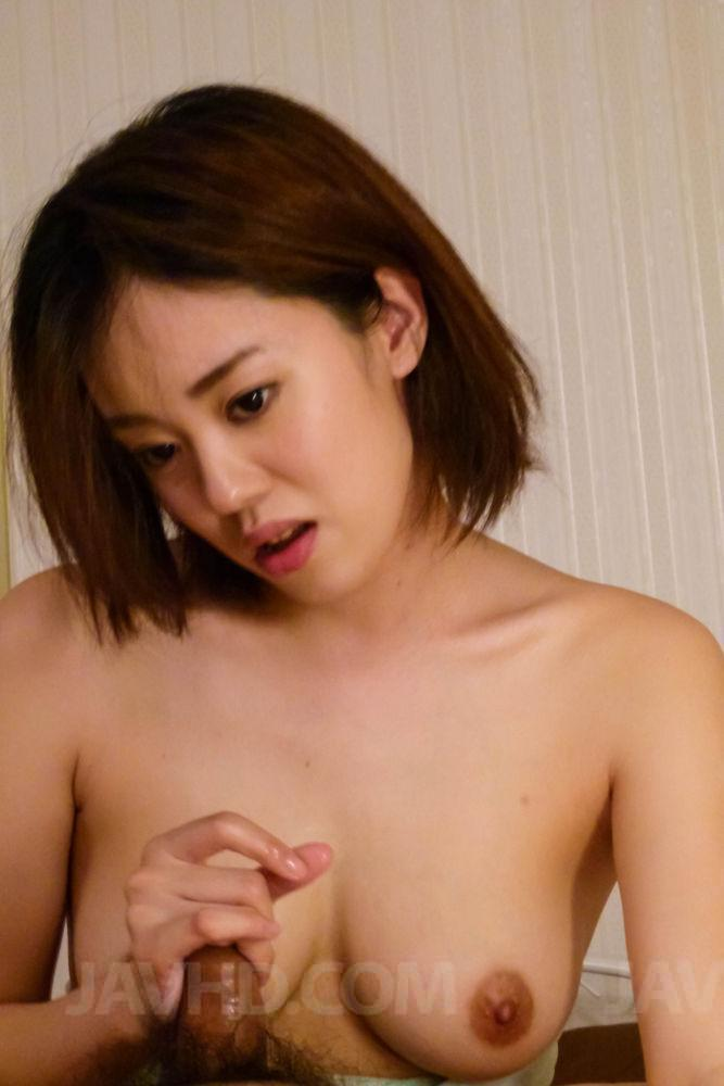 image Asian hottie gives blowjob and gets creampie