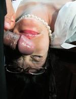 眼鏡萌えの巨乳パイパンいぶきちゃんが社長秘書で登場です。いぶきちゃん、早速強制イラマから大量ぶっかけのザーメンハラスメント!