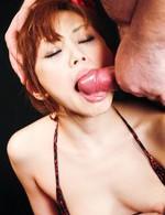小悪魔スレンダーギャル吉原ミィナがマイクロビキニで挑発!勃起したチンコがミィナの口に襲い掛かり、次から次へ連続ぶっかけ!