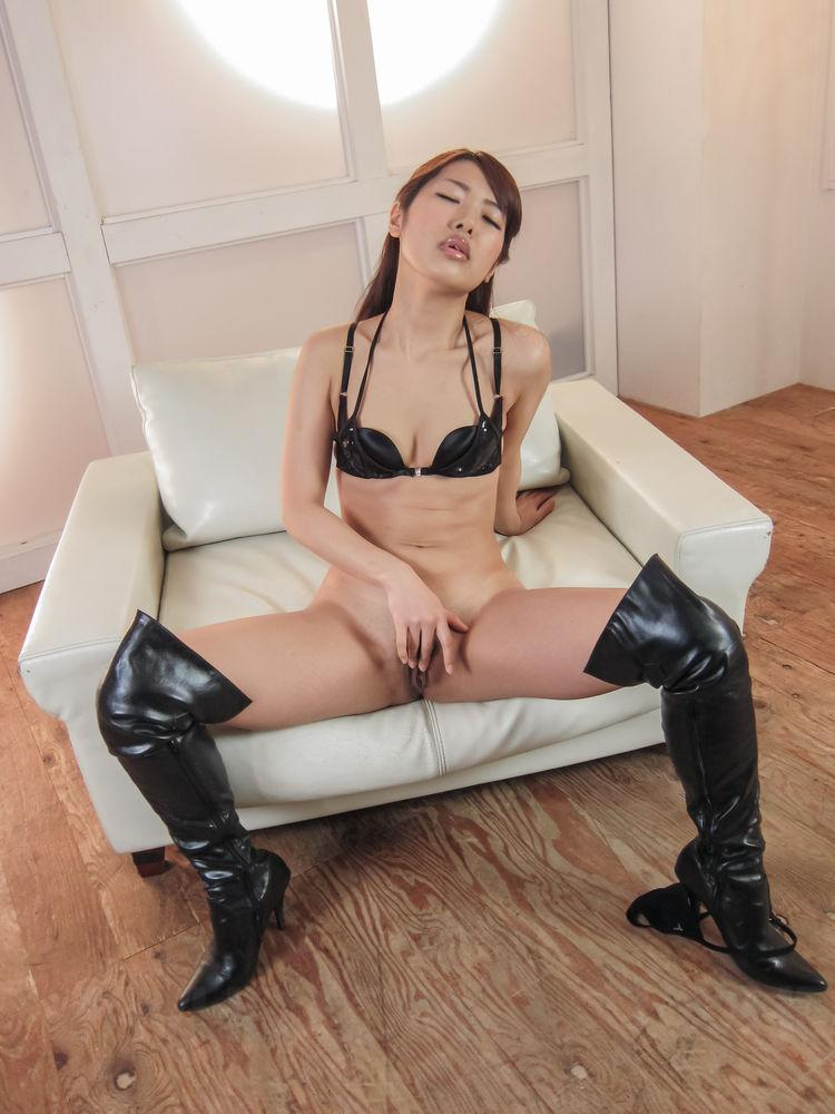 Amateur fuck slut eats cum from condom 9