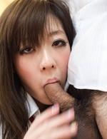 JK制服姿の宮崎まおちゃんが、放課後のアルバイト!大好きなチンポをカメラ目線で咥え込み、卑猥なバキュームフェラ!