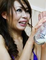 美脚クィーンの柊美緒ちゃんがマイクロビキニで登場!Wフェラ抜きで集めたザーメンを注射器に吸い上げ、美緒ちゃんの膣に注入!