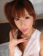 亀頭をキャンディのように舐め、カメラ目線で吸い上げる早川瀬里奈ちゃん。嬉しそうにWフェラ。連続顔射にうっとり!