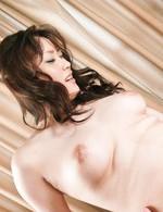 美巨乳の相澤仁美ちゃんをローター責め。お返しは、豪快Wフェラ。二穴同時挿入でガンガン突き上げられると大絶叫!