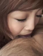 B86W60H87cmのナイスなボディ永作亜美ちゃんがフェラ抜きに挑戦してくれます。裏スジを一気に舐めあげ、口内射精!