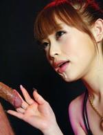 マイクロビキニで登場の吉原ミィナ嬢。チンポを咥え、亀頭を舐めあげバキュームフェラ。連続の口内射精でザーメンをゲット!