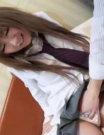 制服が良く似合うスレンダー美少女矢沢りんちゃん、正常位で生挿入。バックをおねだり。濃いザーメンを中出しプレゼント!