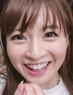 スレンダー美女新山沙弥がプリプリの美乳を見せ付け、豪快なWフェラ。お得意のバキュームフェラで吸い上げ、連続口内射精!