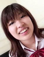 ロリフェイスに笑顔がキュートな女子校生あいちゃんとハメ撮りです。制服のまま生ハメから、フィニッシュはザーメン中出し!