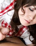 萌メイのド吉川萌ちゃんが登場してくれます!スナップを効かせた手コキからバキュームフェラ。痴女メイドがザーメンを搾り取ります。