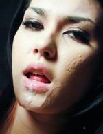 拘束した小澤マリアの小マンコに小型電マを挿入、マリアを強制昇天!美巨乳にパイ射!お口に発射!顔射のザーメンブッカケ!