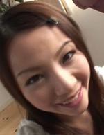 天使のようなキュートな美少女梨菜ちゃんが登場。眼前に差し出されたチンポを丁寧にバキュームフェラ。ザーメンをお口でキャッチ。