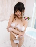 Kyouko Maki Asian rubs pussy of man hand and waits to get cum