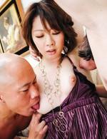 セックス大好きな26歳のスレンダーボディ香川りおちゃんが登場。もっと刺激、快感が欲しくってAVに初挑戦。